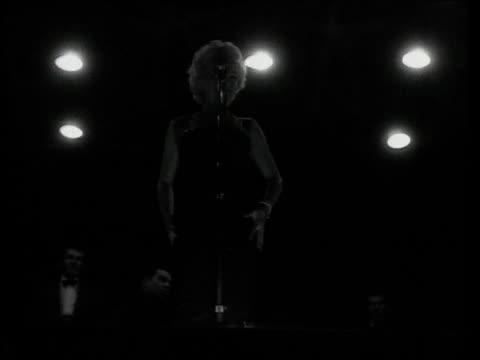 underexposed footage of marilyn monroe performing on stage for troops in korea. marilyn monroe performing for troops in korea on february 18, 1954 in... - 1954 stock-videos und b-roll-filmmaterial