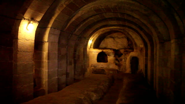 vídeos de stock, filmes e b-roll de underground city, derinkuyu, cappadocia, turkey - capadócia