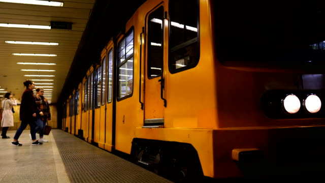u-bahn-station - budapest stock-videos und b-roll-filmmaterial