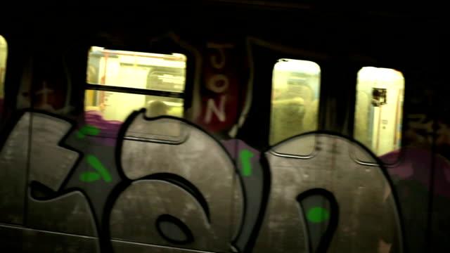 hd-u-bahn-station - graffito stock-videos und b-roll-filmmaterial