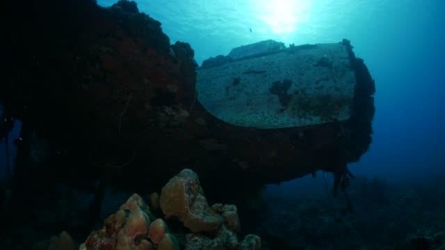 vidéos et rushes de sous-marin épave hydravion militaire japonais de wwii - épave