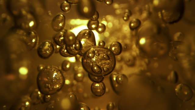 vídeos de stock, filmes e b-roll de bolhas subaquáticas. feche minuciosamente. - líquido