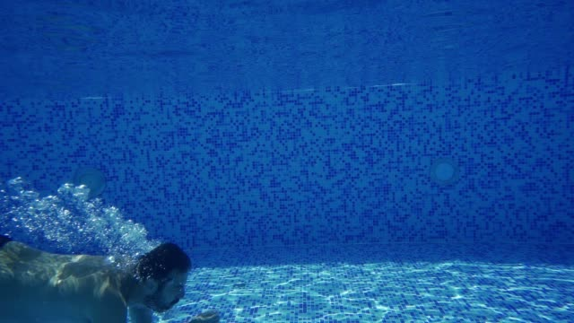 Underwater diving in the swimming pool