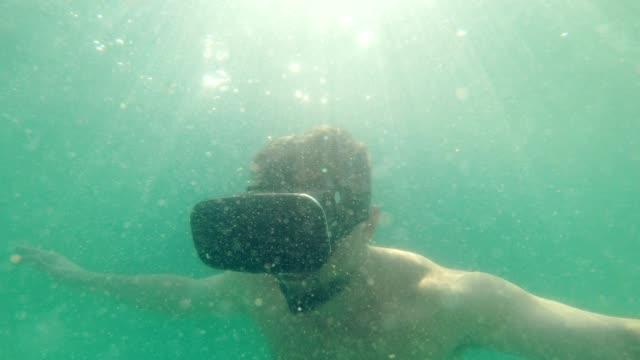 Onderwater exploratie. Virtual Reality headset