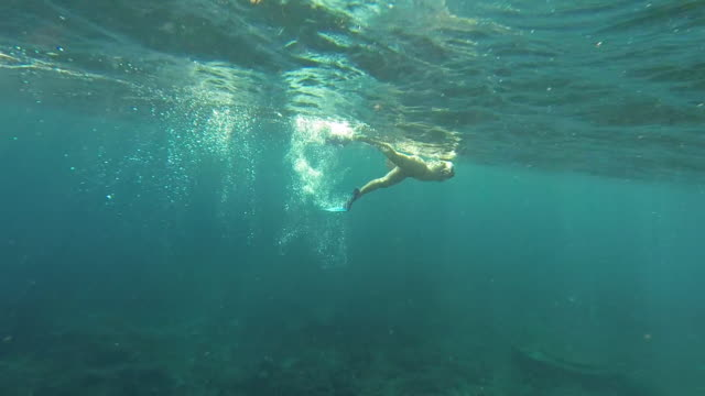 underwater footage - young woman swims - unterhalb stock-videos und b-roll-filmmaterial
