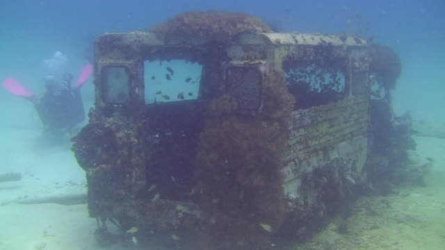 underwater jeep - free diving stock videos & royalty-free footage