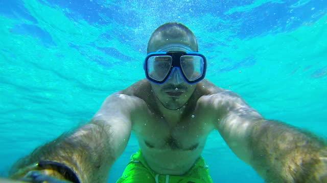vidéos et rushes de selfie sous-marine - masque de protection