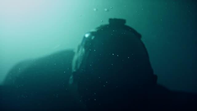 vídeos de stock e filmes b-roll de underwater sensory deprivation. virtual reality therapy - memórias