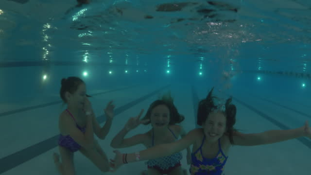 vídeos de stock, filmes e b-roll de underwater shot of girls submerging in swimming pool and waving / lehi, utah, united states - lehi