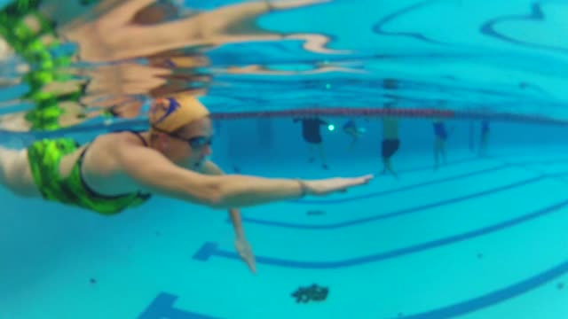 stockvideo's en b-roll-footage met underwater shots of woman swimming on october 23 2013 in chicago illinois - badmuts