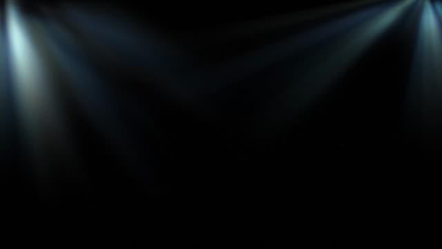 raggi 4k underwater sunlight che brillano dall'alto video stock loopable - profondo video stock e b–roll