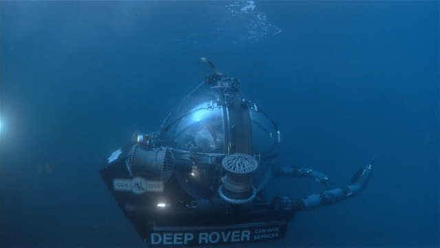 vídeos de stock e filmes b-roll de cu, underwater vehicle deep rover in pacific ocean, usa - submarino subaquático