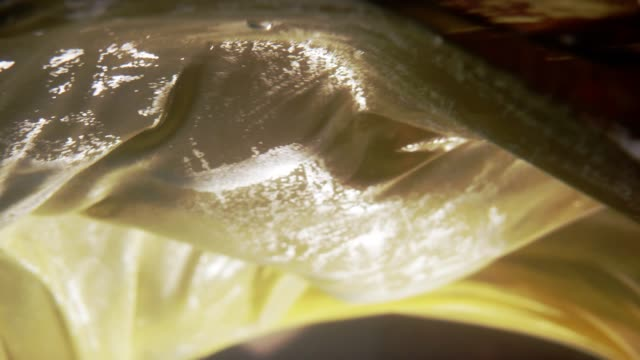 stockvideo's en b-roll-footage met onderwater gewikkeld zijde - jurk