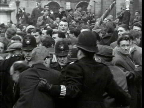 unemployed lobby mps; england: london: westminster: ext crowd of unemployed people outside parliament queuing to lobby mps people climbing and... - festnahme stock-videos und b-roll-filmmaterial