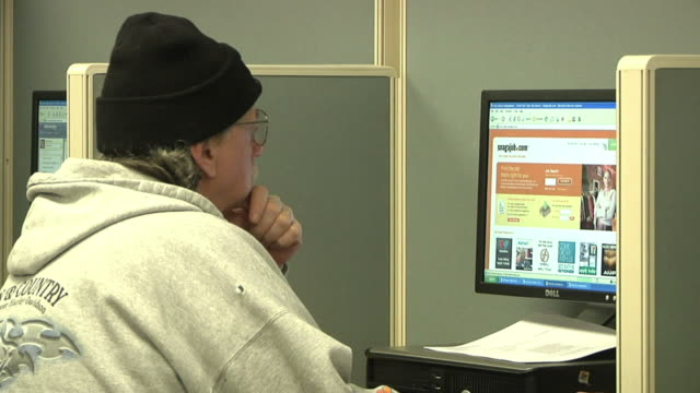 cu zo ms unemployed worker using computer at michigan works job center, jackson, michigan, usa - job centre stock videos & royalty-free footage