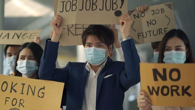 vídeos y material grabado en eventos de stock de trabajadores desempleados exigen trabajo - empleo y trabajo
