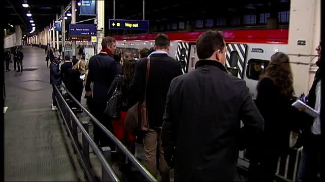 london euston station int entrepreneurs queueing on platfrom to board 'entrepreneurs' express' train bound for liverpool sir richard branson... - ファイサル・イスラム点の映像素材/bロール
