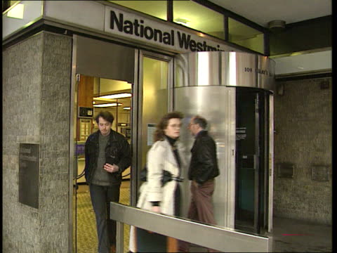 stockvideo's en b-roll-footage met natwest bank redundancies / industry during recession; england: london: ext entrance to national westminster bank branch as people in and out cms nat... - plantdeel
