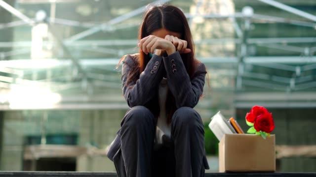 arbetslöshetsproblem på grund av de globala effekterna av covid-19. - arbetslöshet bildbanksvideor och videomaterial från bakom kulisserna