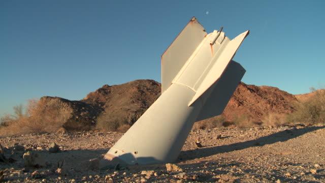 vidéos et rushes de unexploded bomb stuck in ground - arme de destruction massive