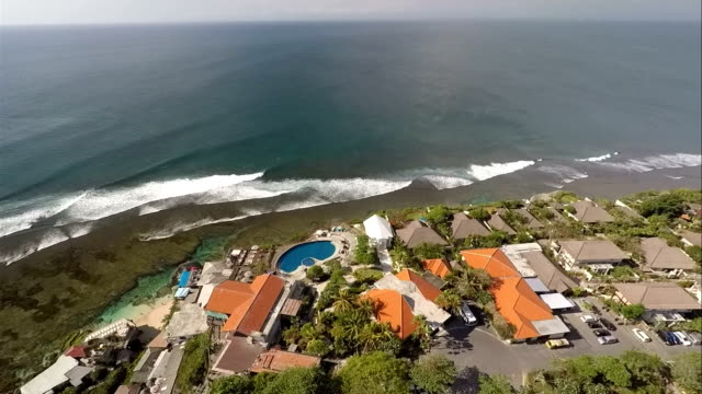 """ungasan is """"a new frontier"""" of tourism in bali, with newly developed real estates like hotels and villas perched in the cliff, facing the indian... - appollaiarsi video stock e b–roll"""
