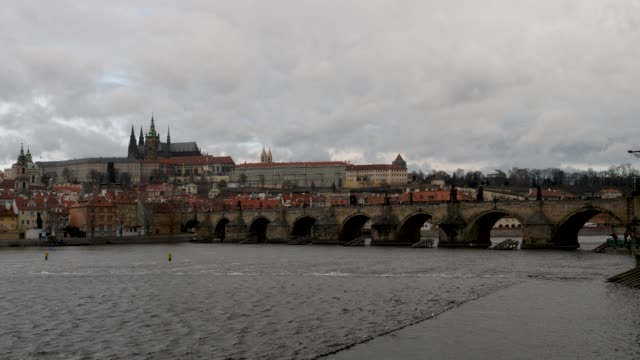 ungraded clip of a dark cloudy storm view pragues castle and charles bridge - 聖ヴィート大聖堂点の映像素材/bロール