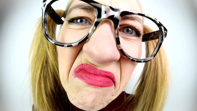 vidéos et rushes de grimace malheureux - contrarié
