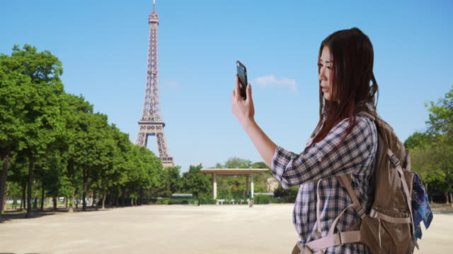 unhappy japanese woman can't get cell reception in paris - negative emotion stock videos & royalty-free footage