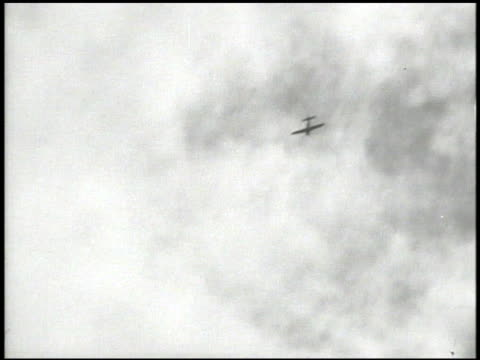 unidentifiable aircraft in flight downward, xws plane flying just above water, anti-aircraft firing from ship, plane exploding on impact . kamikaze,... - 日本の軍事力点の映像素材/bロール