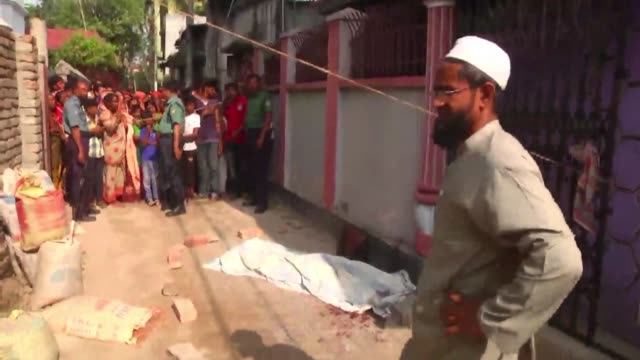 vídeos y material grabado en eventos de stock de unidentified attackers hacked to death a university professor in bangladesh police say adding that the assault bore the hallmarks of previous... - ateísmo