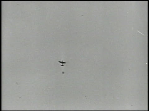 unidentified imperial japanese aircraft in flight warship antiaircraft guns firing aircraft diving straight down crashing into ship suicide pilot... - selbstmord stock-videos und b-roll-filmmaterial