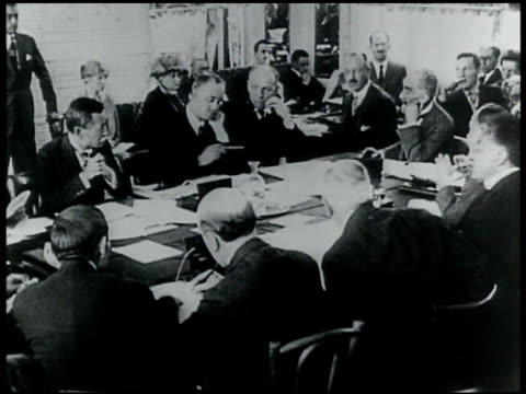 vídeos de stock e filmes b-roll de unidentified men in suits talking at table peace conference world war i - 1919