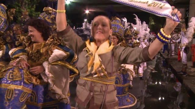 stockvideo's en b-roll-footage met unidos da tijuca campeona del carnaval de rio 2012 cerro este sabado el desfile de las seis escuelas de samba distinguidas el pasado fin de semana... - atlantische eilanden