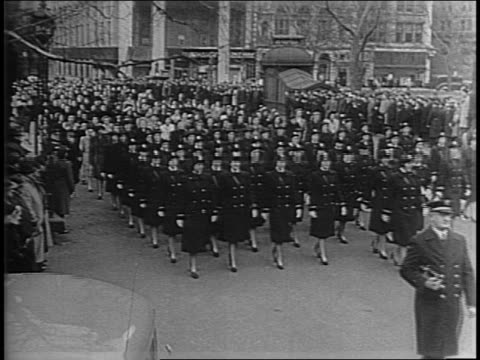 uniformed waves marching on new york city street / high angle shot of waves marching in formation/ women recruits in civilian clothes march / close... - womens army corps stock videos & royalty-free footage