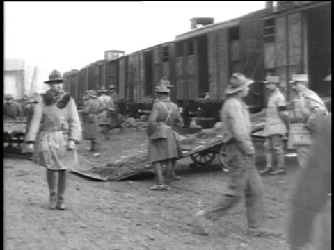 uniformed wwi soldiers unloading horses from freight cars / versailles, france - medium group of animals stock videos & royalty-free footage