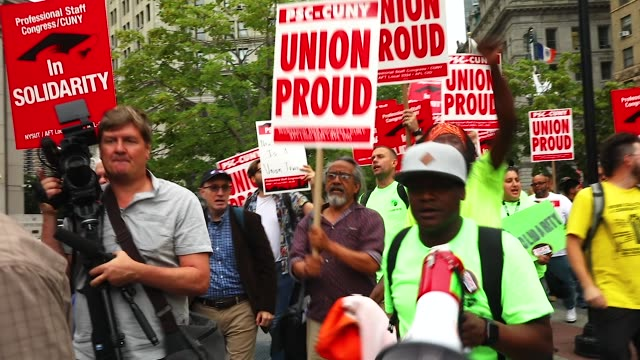 union activists and supporters rally against the supreme court's ruling in the janus v. afscme case, in foley square in lower manhattan, june 27,... - 労働組合点の映像素材/bロール