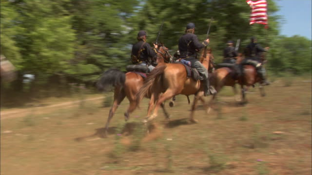 union cavalry soldiers gallop across a field during the civil war. - gettysburg stock videos & royalty-free footage