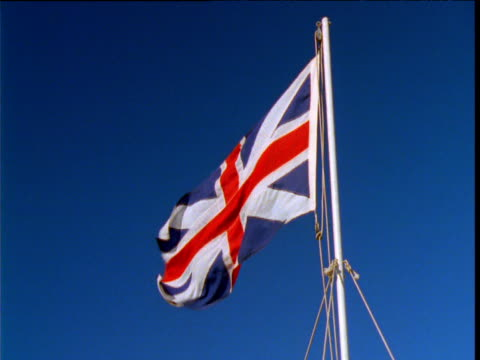 "vidéos et rushes de union flag billows from flagpole against blue sky, united kingdom - ""bbc natural history"""