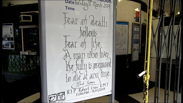 union leader bob crow dies aged 52; covent garden: int tube station service information board with mark twain quote tribute to bob crow 'fear of... - mark twain stock videos & royalty-free footage