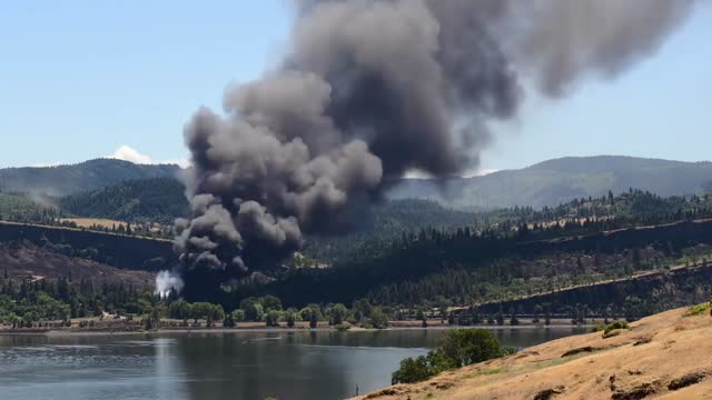 union pacific oil train derailed in columbia river gorge near mosier, oregon, on friday, june 3, catching fire and sending a plume of black smoke... - portland oregon点の映像素材/bロール