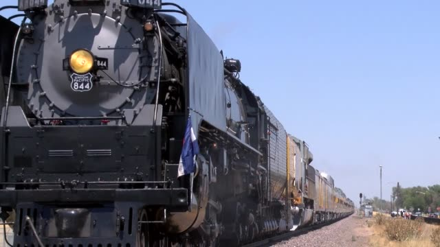 union pacific steam locomotive no. 844 starts rolling down the tracks to denver after a stop in commerce city on the way from cheyenne, wyoming for... - 貨物列車点の映像素材/bロール