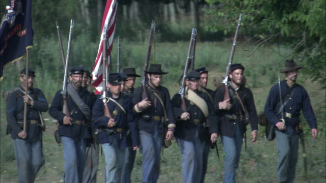 union soldiers march with union flags during the civil war. - gettysburg stock videos & royalty-free footage
