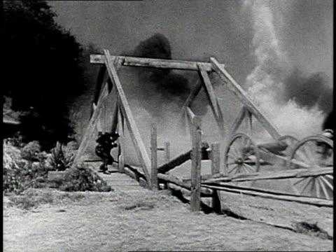 vidéos et rushes de reenactment union soldiers riding and running through explosions / united states - armée de l'union