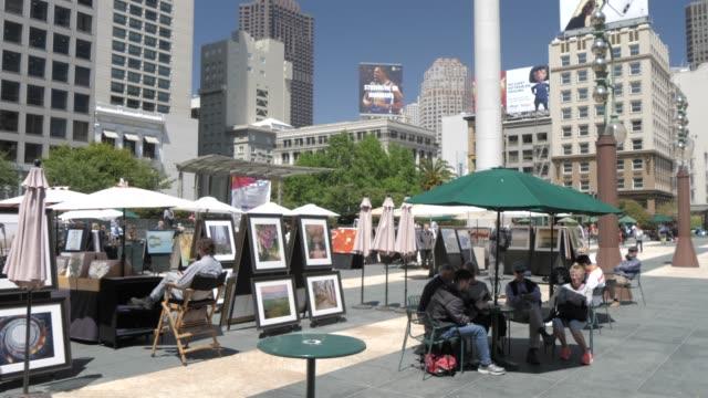 union square on summer day, union square, san francisco, california, united states of america, north america - 座る点の映像素材/bロール