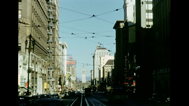 stockvideo's en b-roll-footage met / union square / statute of women on top of tower / cu of ribbons draped around dewey memorial / view of trolleys and tram lines / cu painted... - marilyn monroe