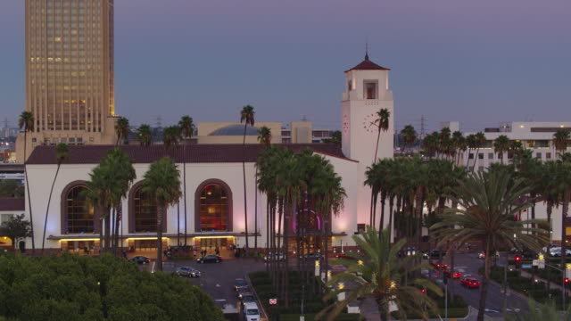 union station, los angeles at twilight - ascending drone shot - union station los angeles stock videos & royalty-free footage