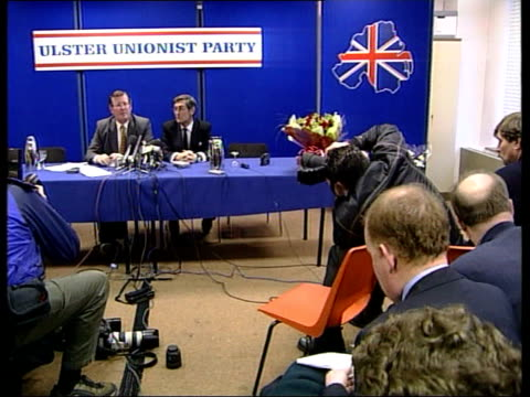 stockvideo's en b-roll-footage met unionist opposition itn northern ireland belfast int ulster unionist leader david trimble mp taking seat for press conference press conference david... - david trimble