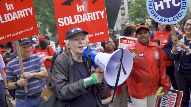 unions rallied at foley square in the civic area of downtown manhattan in opposition to the supreme court's ruling in the janus v afscme case on june... - fackförbund bildbanksvideor och videomaterial från bakom kulisserna