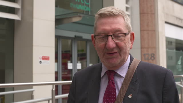 unite general secretary len mccluskey urging labour members to stay in the party after the suspension of former leader jeremy corbyn - trade union stock videos & royalty-free footage