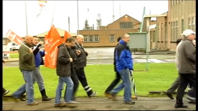 unite members reject pay and conditions deal at grangemouth refinery various shots unite rally wiht speaker and workers cheering various shots... - marching stock videos and b-roll footage